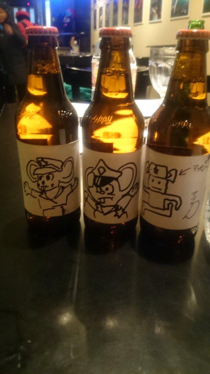 みんなでホッピーのビンにマッピーを描く「マッピングホッピー」 #ナムコファンの集まる居酒屋を考える会 https://t.co/7WdD2IN0mG