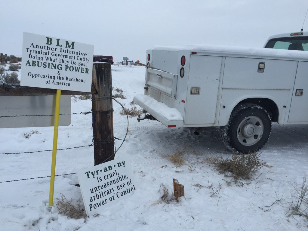 #BundyMilitia sign. It's 20 degrees and snowing in #BurnsOregon. https://t.co/cs3CsGo7uq