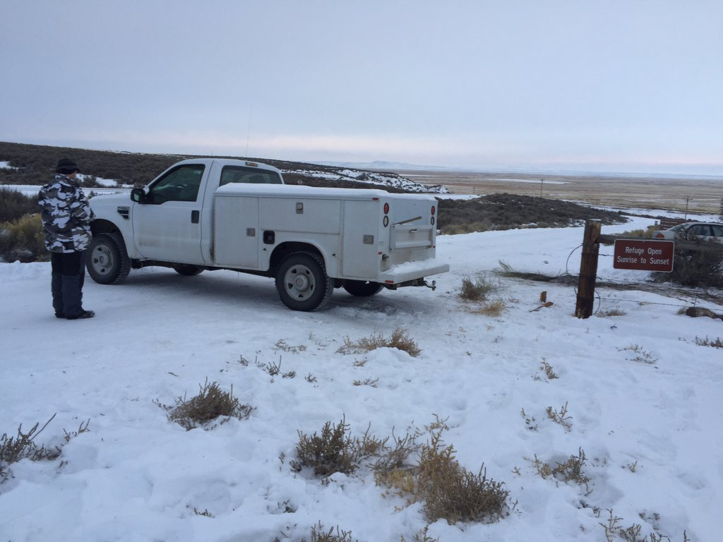 #BundyMilitia have blocked the entrance to the refuge. https://t.co/4StnviCqSx