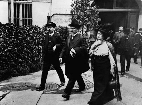 היום, לפני 97 שנים, נרצחו רוזה לוקסמבורג וקרל ליבקנכט. RIP https://t.co/JvnCL8Dkvj