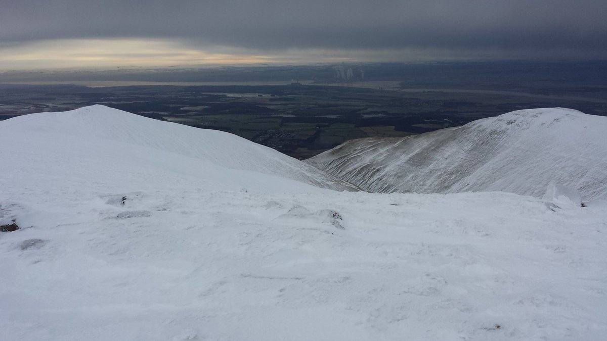 Knee deep snow on Ben Cleuch today. But very little in Clacks! @walkhighlands #ochils. https://t.co/lTT9Ht2QtS