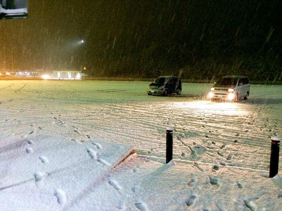 冬タイヤ規制中の、蒜山高原SAなう。 https://t.co/WJkOvTzNeB