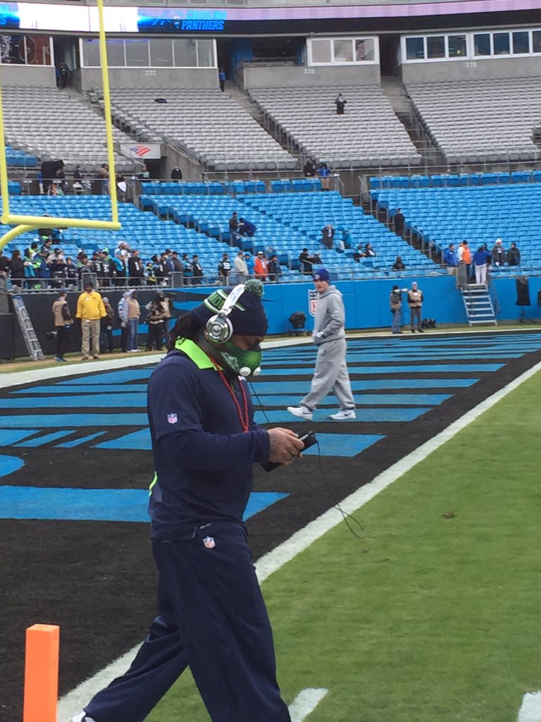 He is on the field. #SEAvsCAR #Seahawks #Q13FOX https://t.co/os5UPMRdYi