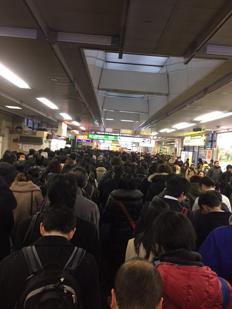 横浜線町田駅入場規制なので来ない方がいいっすよ(真顔) https://t.co/Zr3V1cTyku