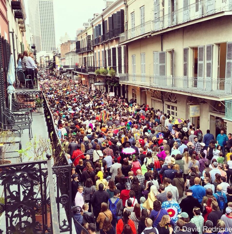 NOLA's French Quarter Second Line for Bowie. Wow. https://t.co/iOJcH8zRyK