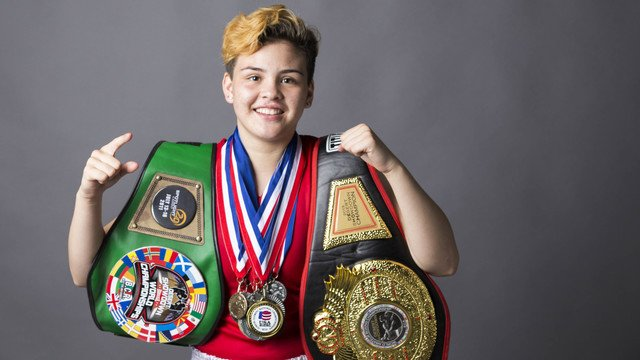 "16year-old Andrea ""The Boss"" Medina is training for the Olympics in women's boxing @Drreeaa1 https://t.co/LK3sJfZffa https://t.co/O6sYeUZvf4"