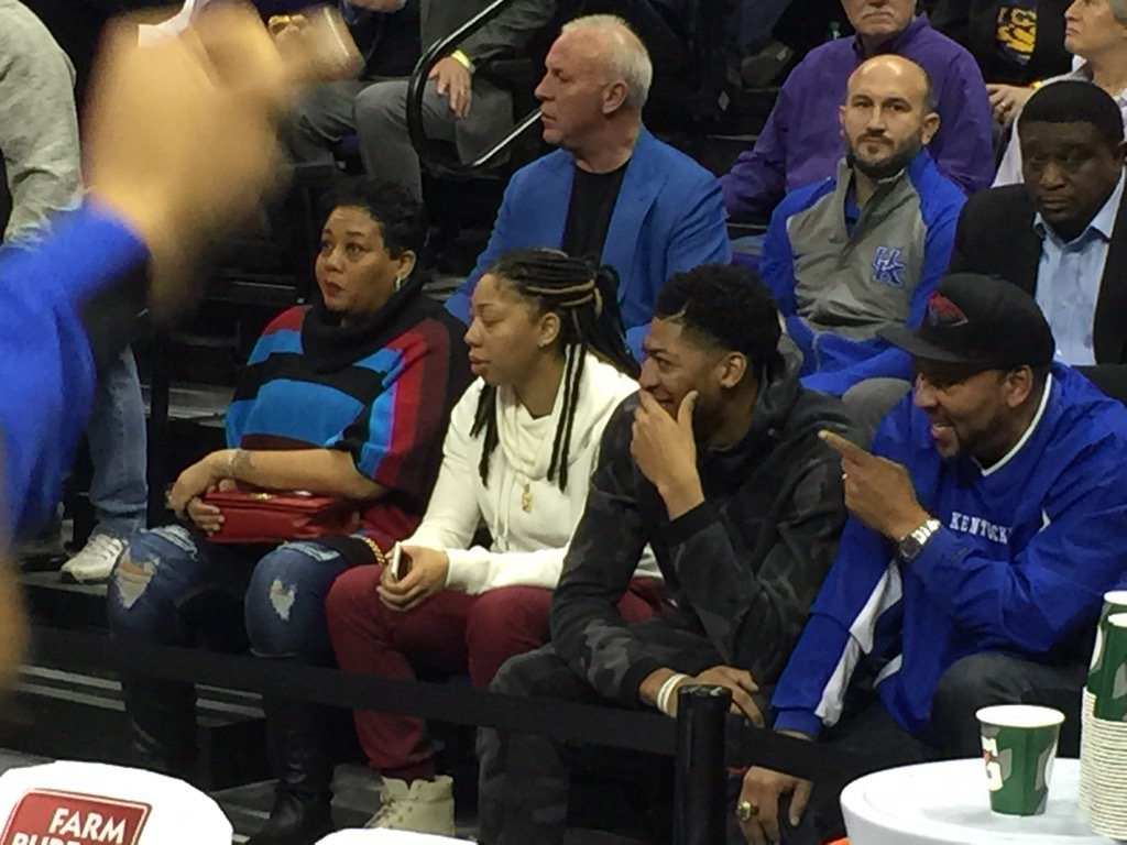 Anthony Davis Is Behind The Uk Bench Kentucky Sports Radio