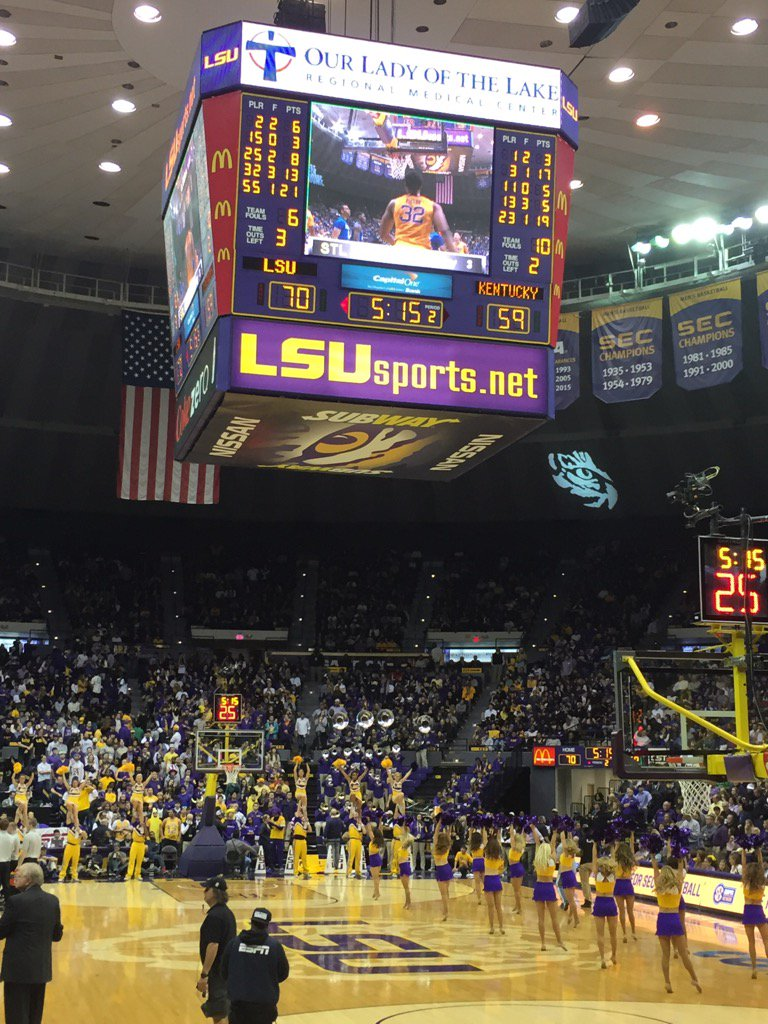 This Lsu/Kentucky men game is hype. Proud tiger. These young men are playing!! https://t.co/klamsIQIPz