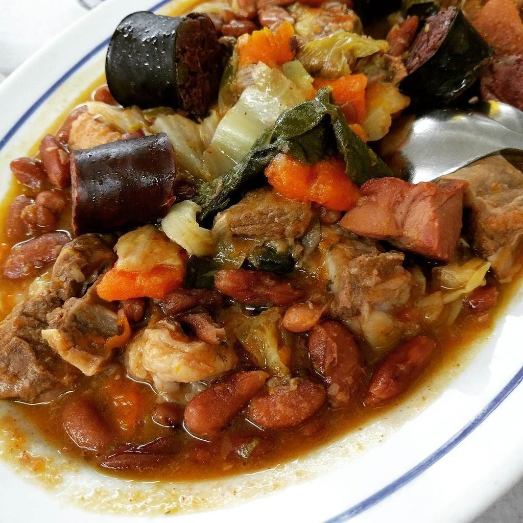 Feijoada, the perfect #food from #Portugal to warm you on a rainy winter day. Rich meats, beans and veggies. Intens… https://t.co/S0GM4VqT4R
