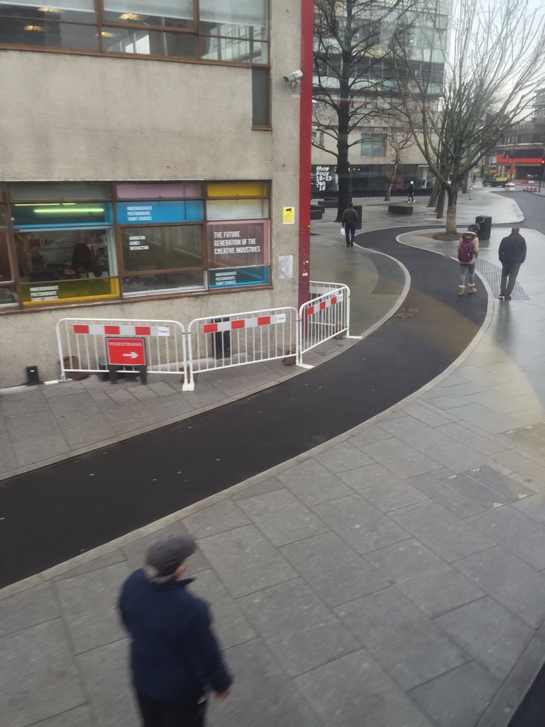 Seems TfL realised they'd created an accident waiting to happen on this corner at Elephant & Castle https://t.co/LQ3bVT3ujk