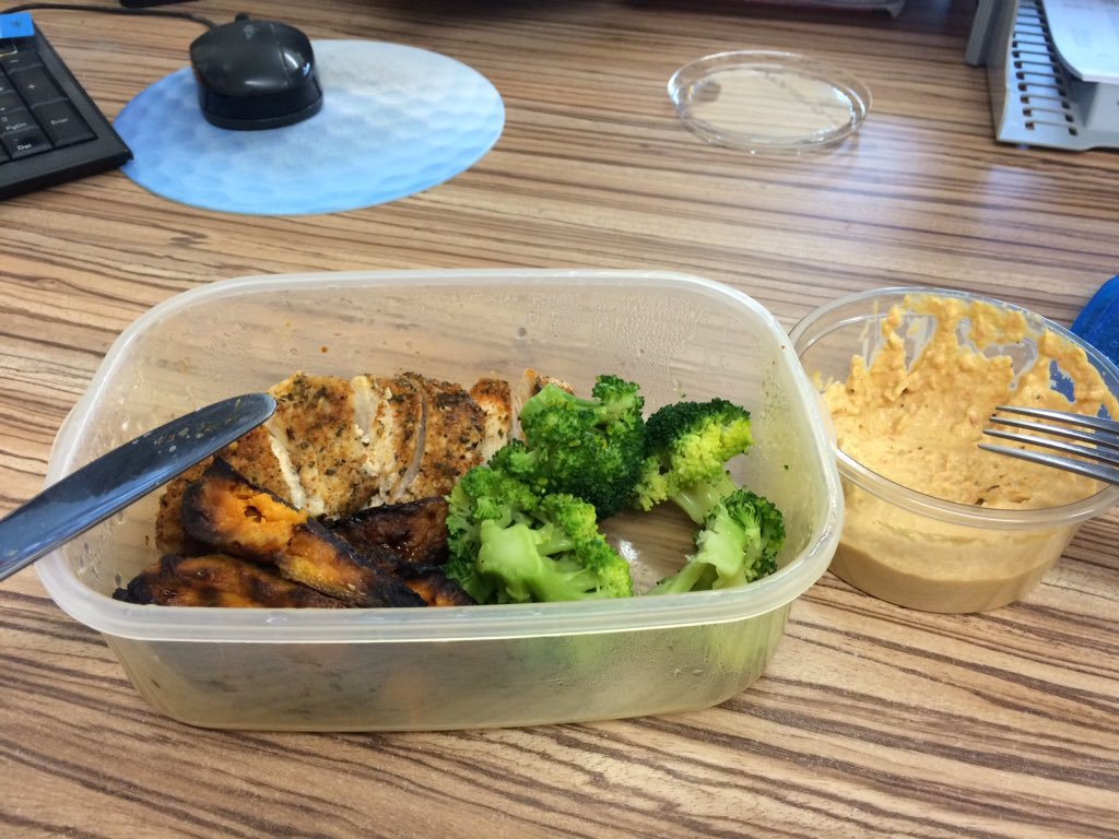 Being prepared is easy.....tasty lunch at work all homemade and totally on plan #cleaneating #onplan #jplifestyle pic.twitter.com/0iR4qNfVvJ