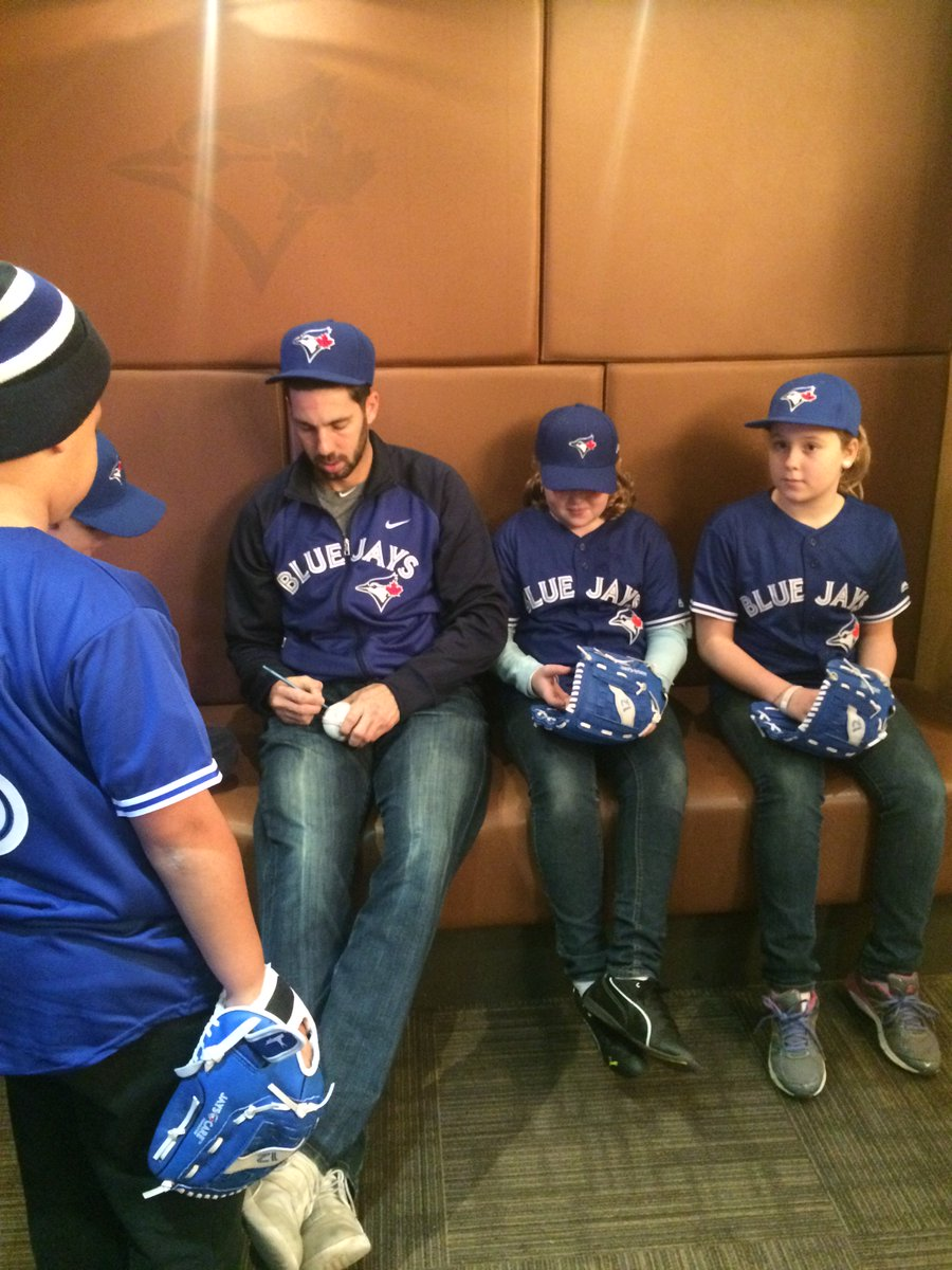We teamed up w/ @BlueJays to deliver cheer this holiday season https://t.co/j2IRyUryF8 #WaybackWednesday https://t.co/3k39wPL7y1