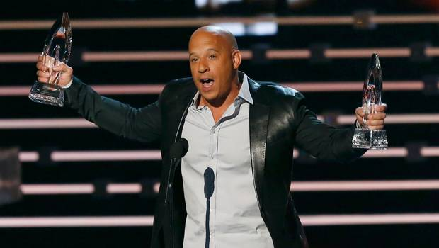 "Vin Diesel ha cantato in omaggio a Paul Walker | VIDEO YouTube ""People's Choice Awards 2016"""