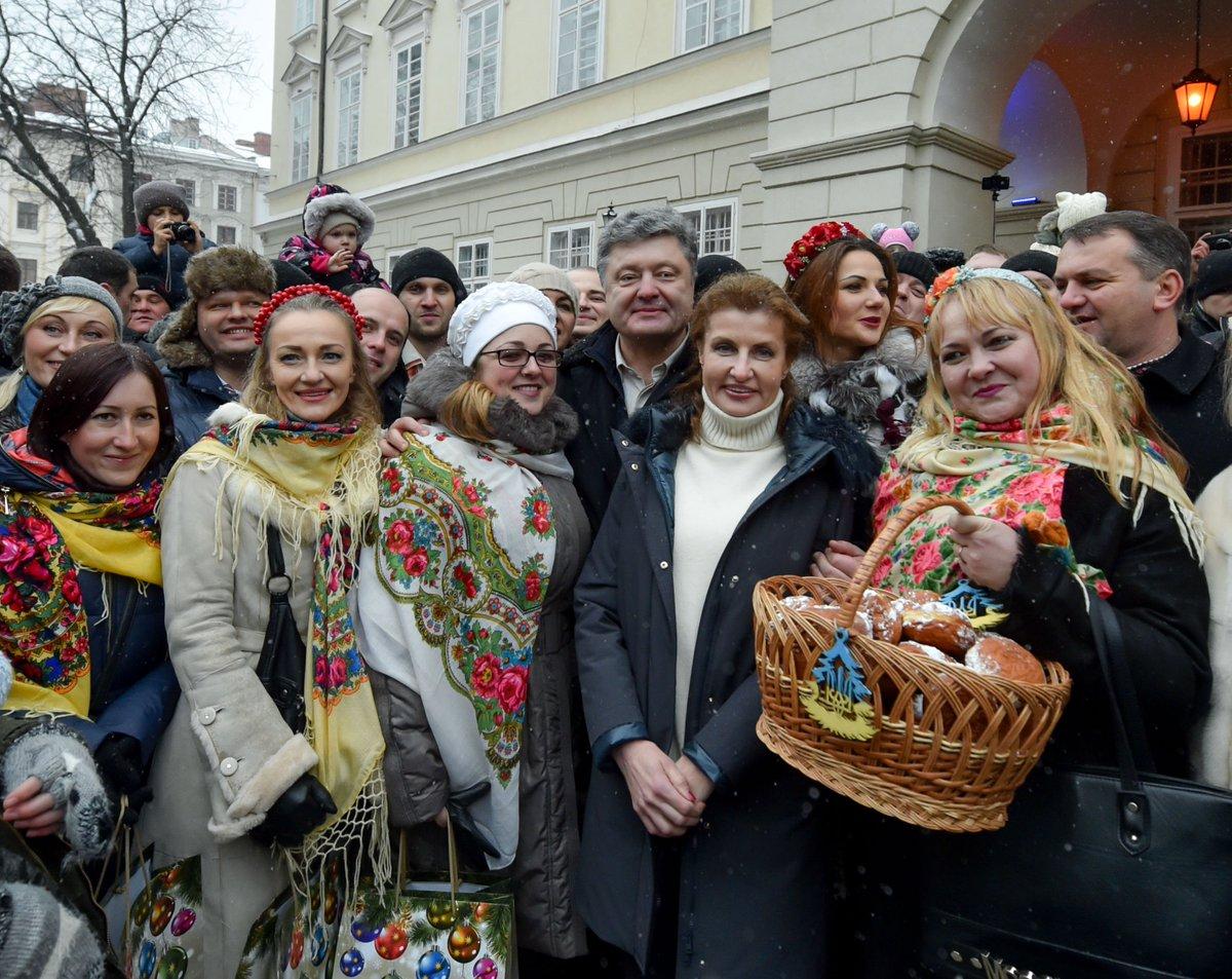 Родина Порошенка завітала на ярмарок у Львові - фото 1