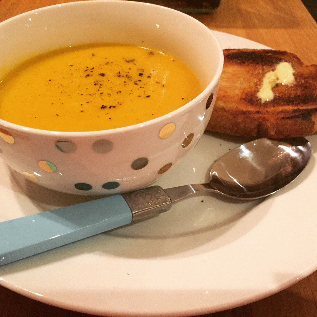 Carrot and cinnamon soup for a cold winters evening. 👅 https://t.co/XIuOSJlse6