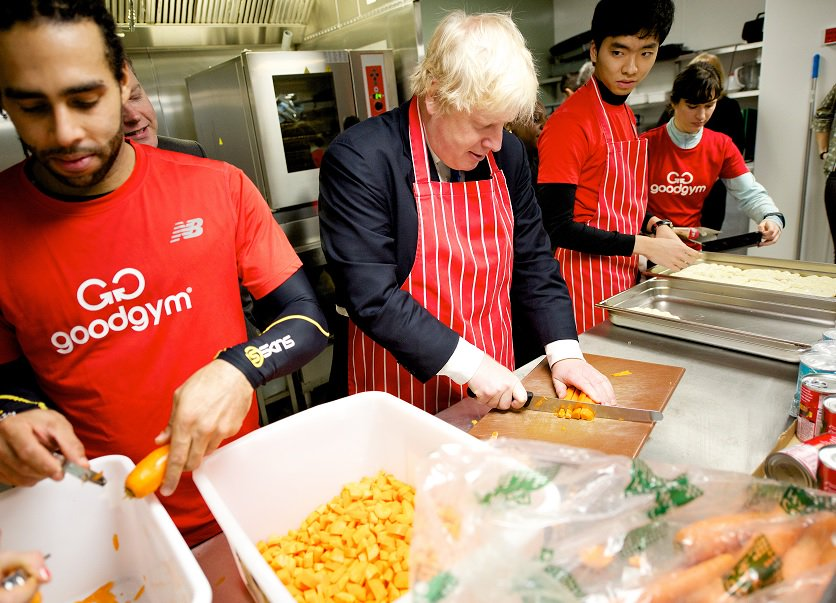 Earlier I visited @PassageCharity with @TeamLDN @goodgym to help with lunchtime food prep & clearing old xmas trees https://t.co/lVsw6uu41P