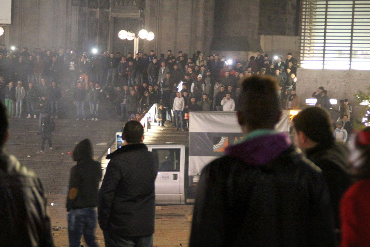 Bizarre wending Keulen: politieagenten vertellen compleet ander verhaal https://t.co/kqL66gDHXR https://t.co/ywQD430OKB