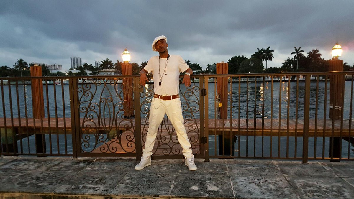 On the set of the new NEW EDITION single video set taking in the Miami view! NE4Life!!! https://t.co/v2f7QYUi8T