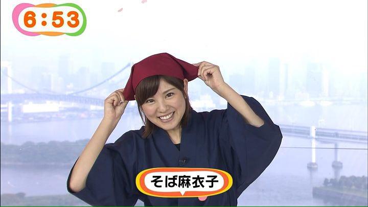 曽田麻衣子のそば麻衣子姿