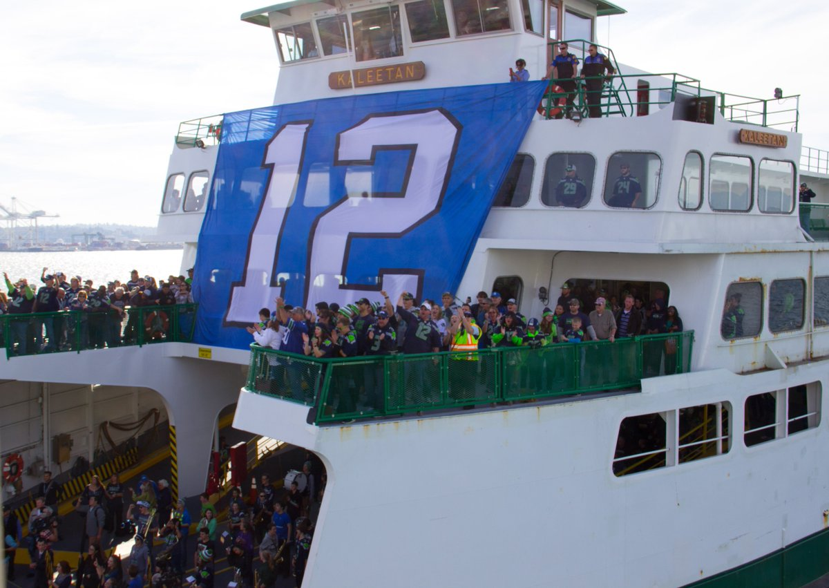 The @Vikings may have had cool ships, but we'll take our boats and our @Seahawks any day. @12s @CenturyLink_Fld https://t.co/8r702f5skO