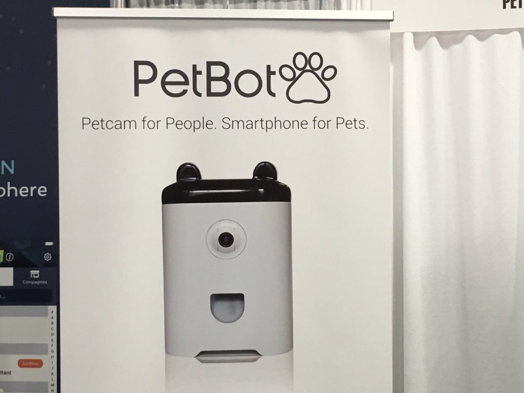 """""""smartphone for pets"""" repeat we have a smartphone for pets https://t.co/TD42lbHSt4"""