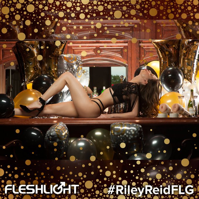 Are you ready to take the new signature @RileyReidx3 #Fleshlight for a flight? https://t.co/3CZoxYgZxb