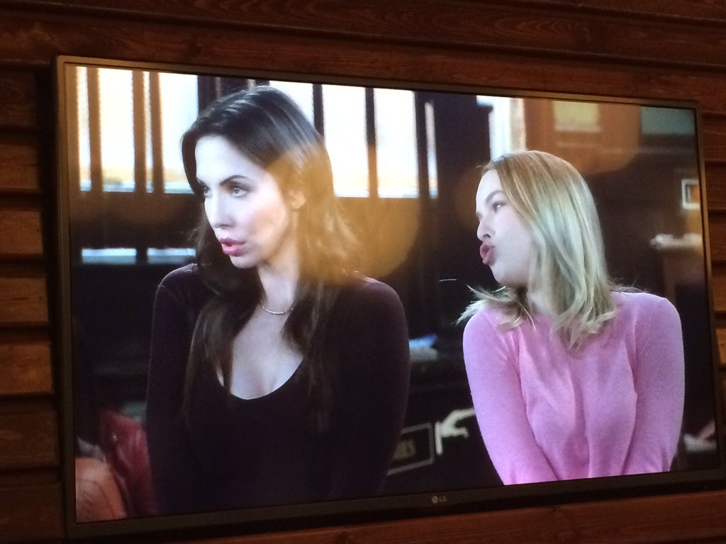 The sexiest baes on tv. @bridgitmendler @WhitneyCummings #UndateableLive https://t.co/C7ki8I85DT