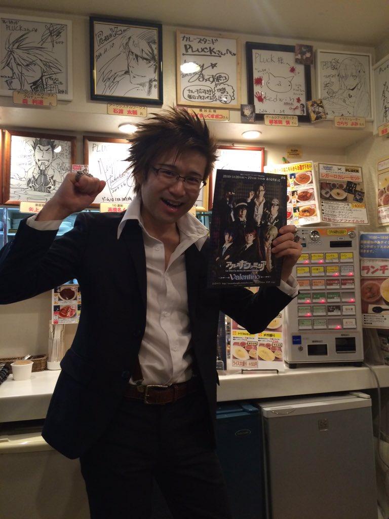 パーチェコスプレMEN店長を記念撮影※ポーズとる前に指輪着けるのにあたふたしてました #PLUCK https://t.co/JcDDYG5Hye