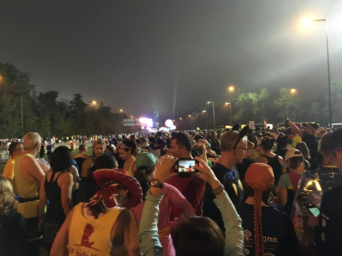 Sea of runners #WDWHalf https://t.co/dyCVSppERi