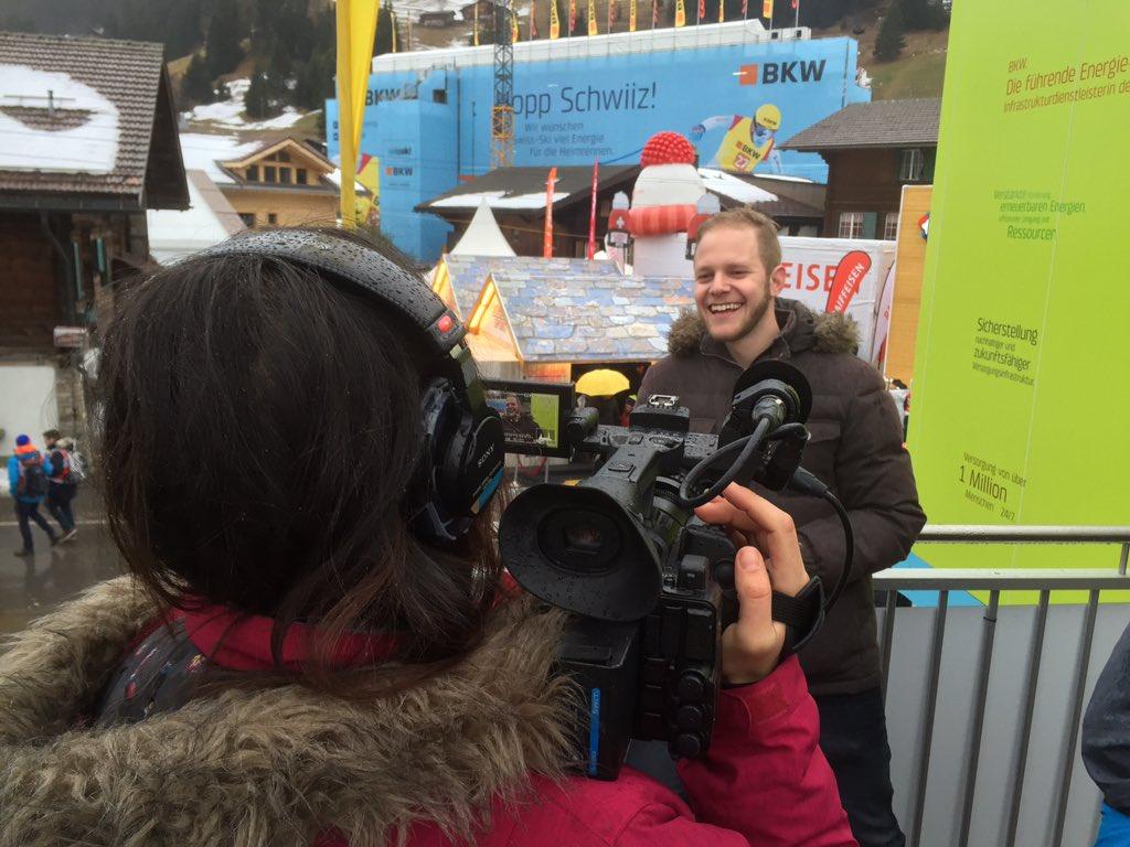 Unsere Kamerafrauen im Einsatz @adelboden16! Das Resultat gibt's ab 18.15 im #SKIextra #Adelboden16
