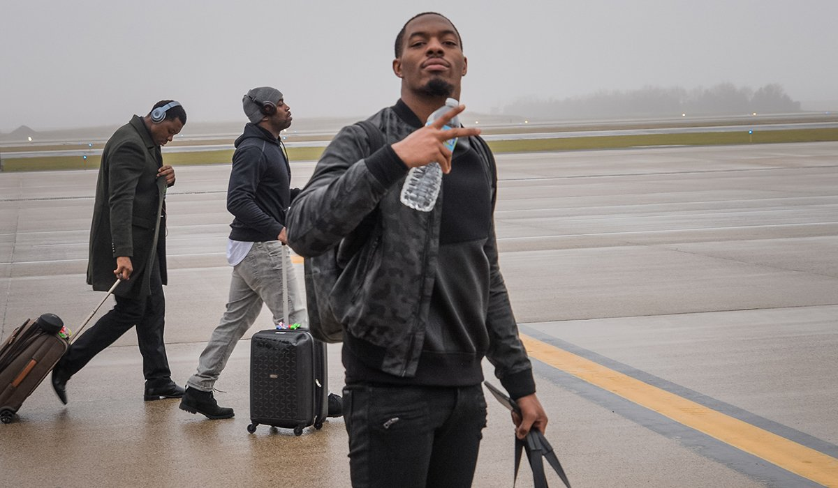 .@haha_cd6 steps off the ✈️ in DC.   #GBvsWAS #PackersBusinessTrip https://t.co/YC0IhiUuub
