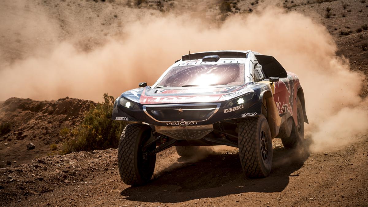 Carlos Sainz bate a Loeb y se adjudica la séptima etapa del #Dakar2016  https://t.co/VnwKK5bRV3 https://t.co/tKx27tvycb