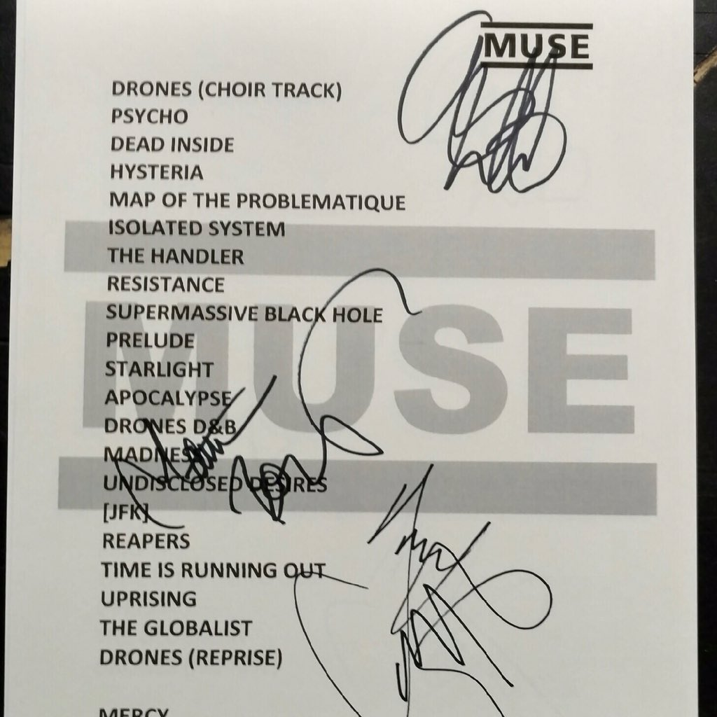 A big thank you to @Muse for an amazing show tonight! https://t.co/CzINVk6AXf