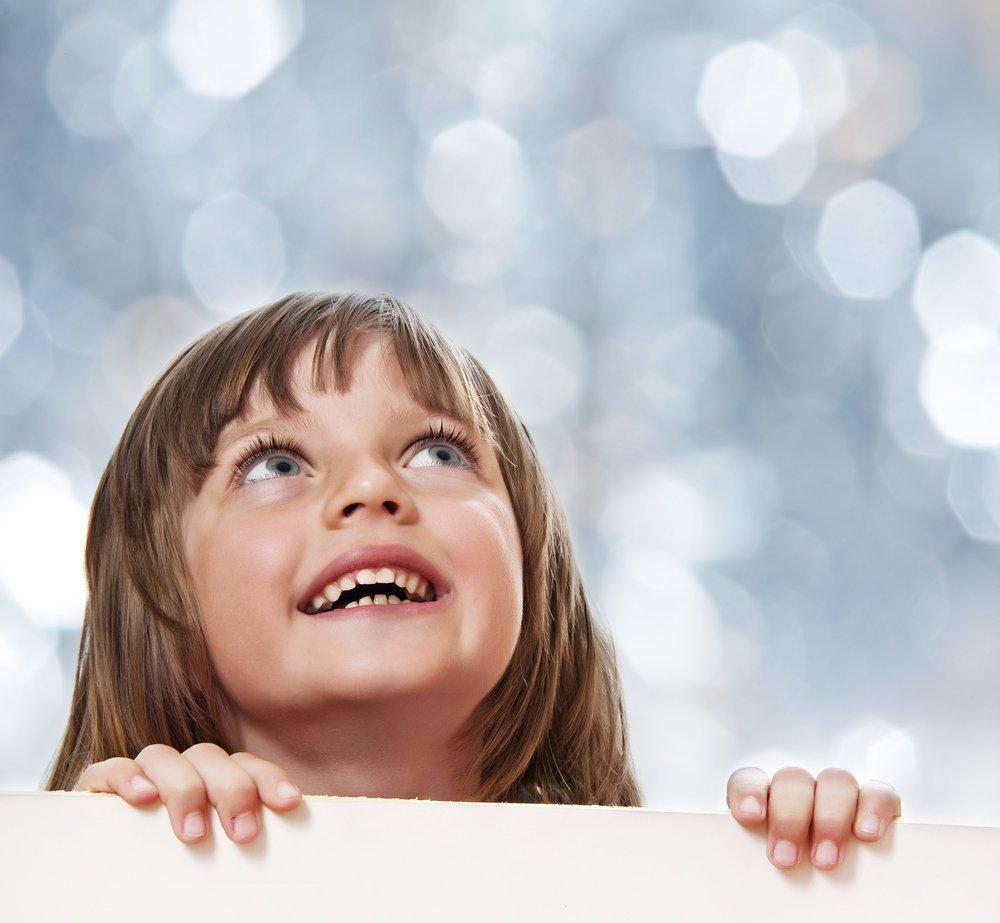 Фото дети смотрят вверх