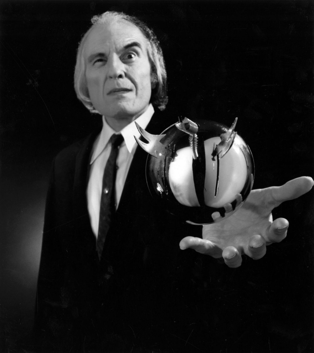 "R.I.P. Angus Scrimm. Iconic ""The Tall Man"" from the PHANTASM series passed away the age of 89. https://t.co/dQDpyVQ9Om"