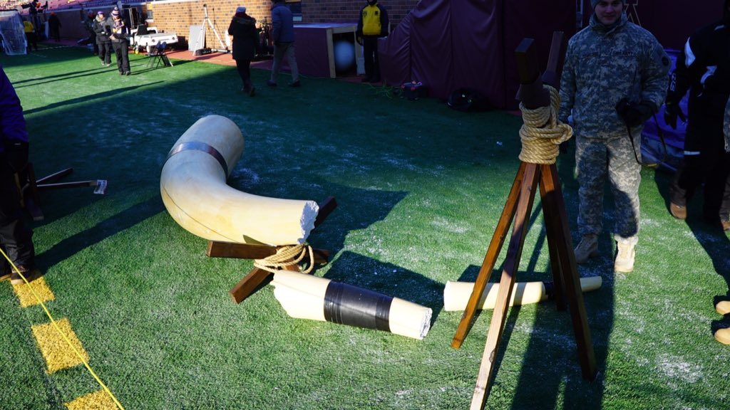 The #Vikings #Gjallarhorn is shattered from the cold temps before today's #SEAvsMIN game.