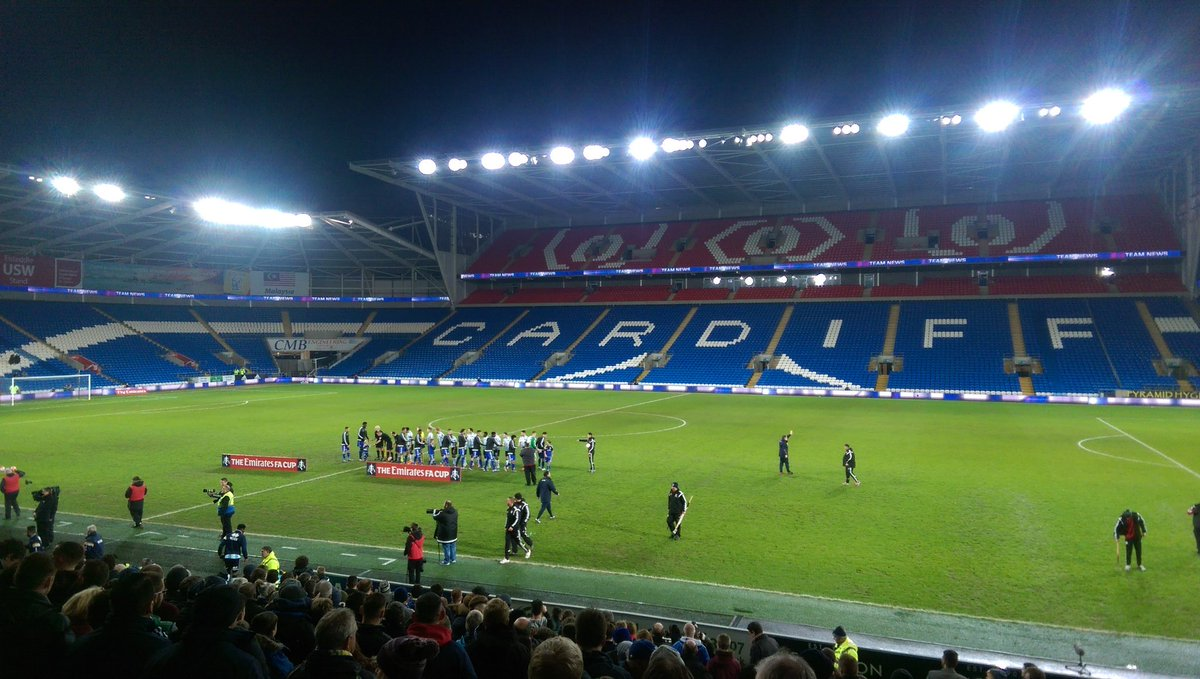 Cardiff v Shrewsbury. The teams are here. Just waiting for the fans now... https://t.co/XZUmpgmw9F
