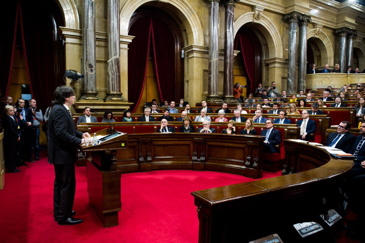 'This is no time for cowards' says @KRLS as he's sworn in as Catalan president. https://t.co/cN8G4t3R7L https://t.co/5KsrVJj6vy