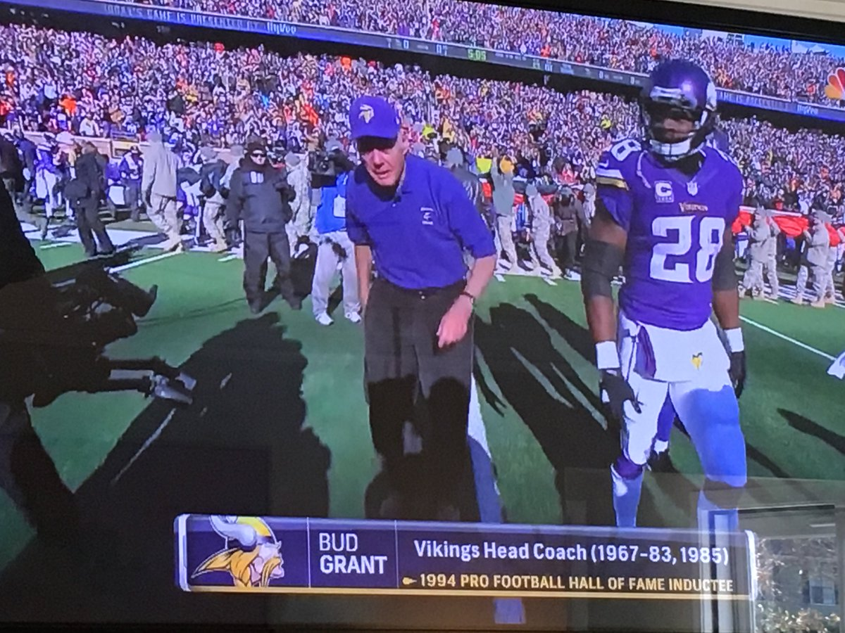 Bud Grant is 88 years old and out in -6 weather with no sleeves what have you done today? https://t.co/Kh7lETHCI9