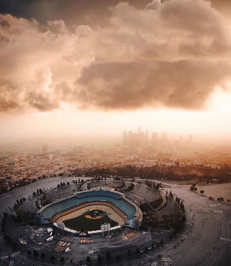 "It looks like ""Independence Day 2"" is happening above #Dodgers Stadium! https://t.co/CfGBw7uDjo"