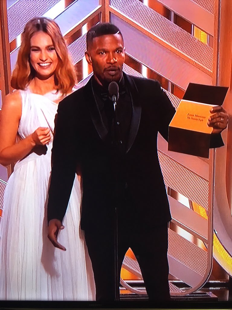 Jamie Foxx impersonates Steve Harvey while introducing the #GoldenGlobe winner😂 #GoldenGlobes https://t.co/rQa6tSEbzS
