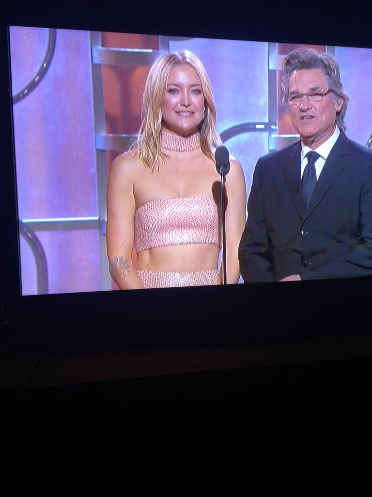 Kate Hudson is wearing 1999. https://t.co/8kmYXE5yrA