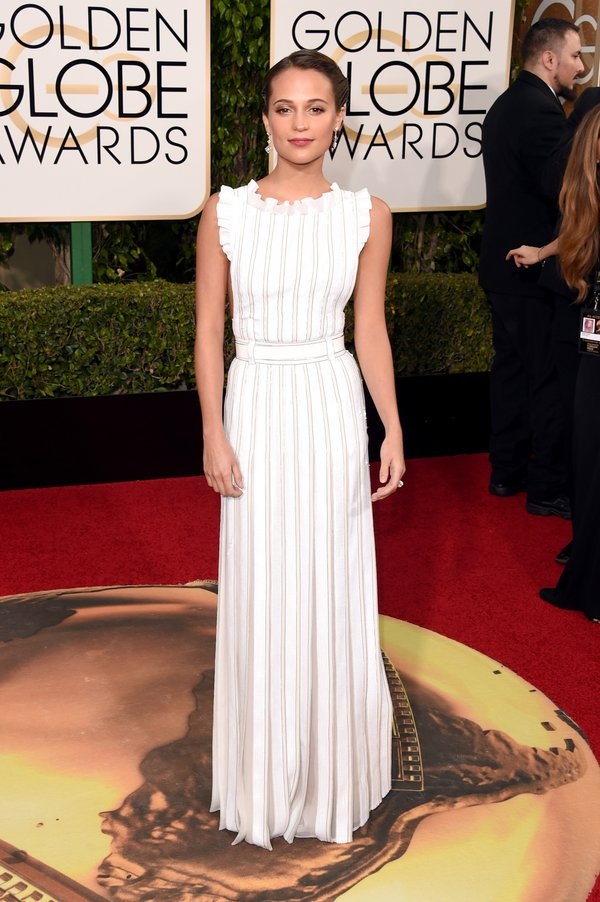 Alicia Vikander's clean, minimal @LouisVuitton dress is another of our fave so far! Werq! #GoldenGlobes https://t.co/Mkj9qykzdG