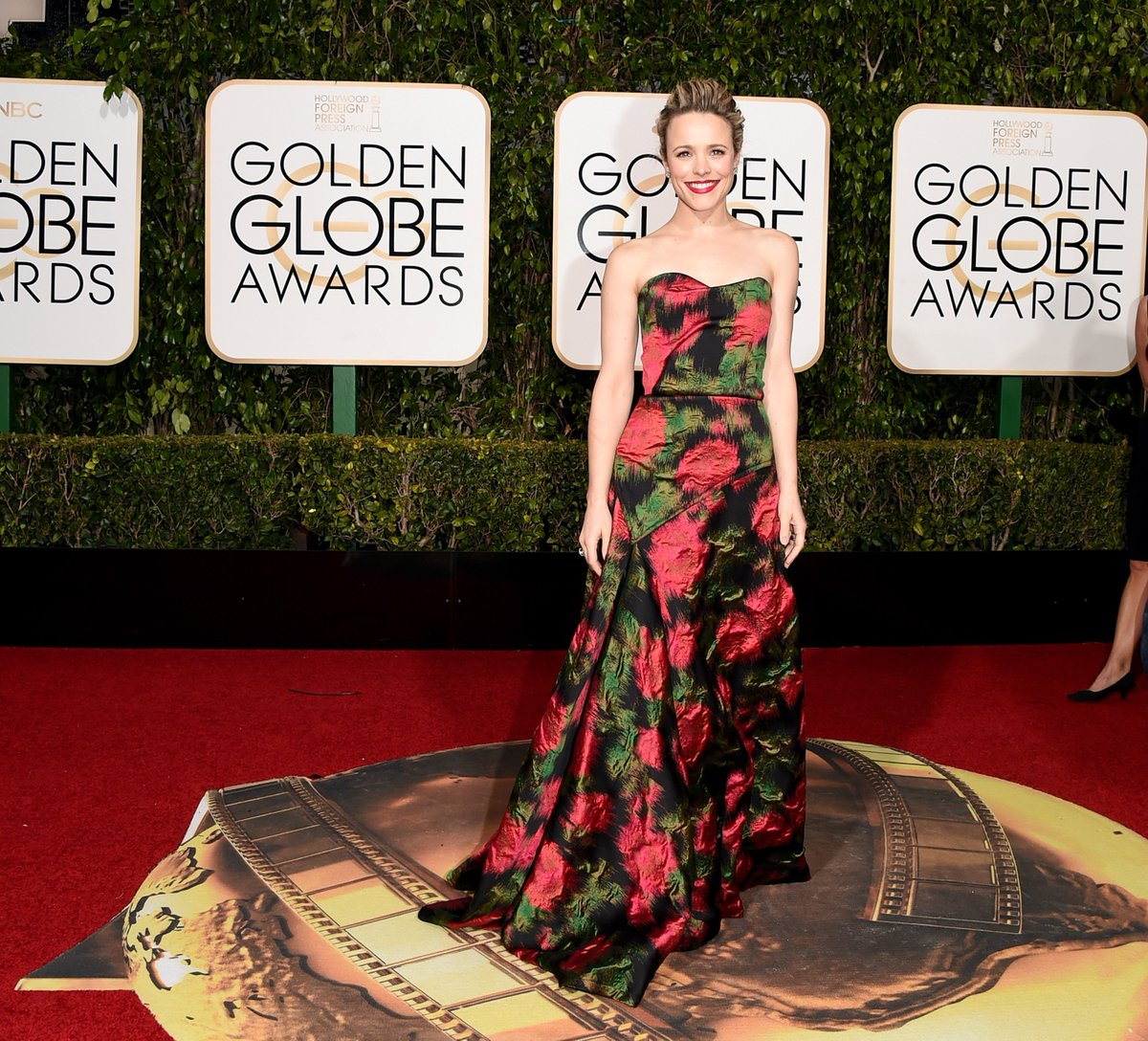 Pretty in print! #RachelMcadams takes the #GoldenGlobes red carpet