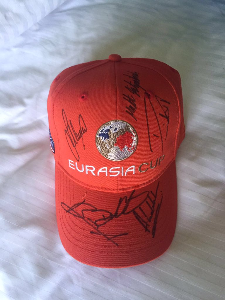 For a chance to win a @EurAsiaCupGolf cap signed by @DarrenClarke60 and our 5 players, follow and RT. Draw weds pm. https://t.co/3wxl314kPg