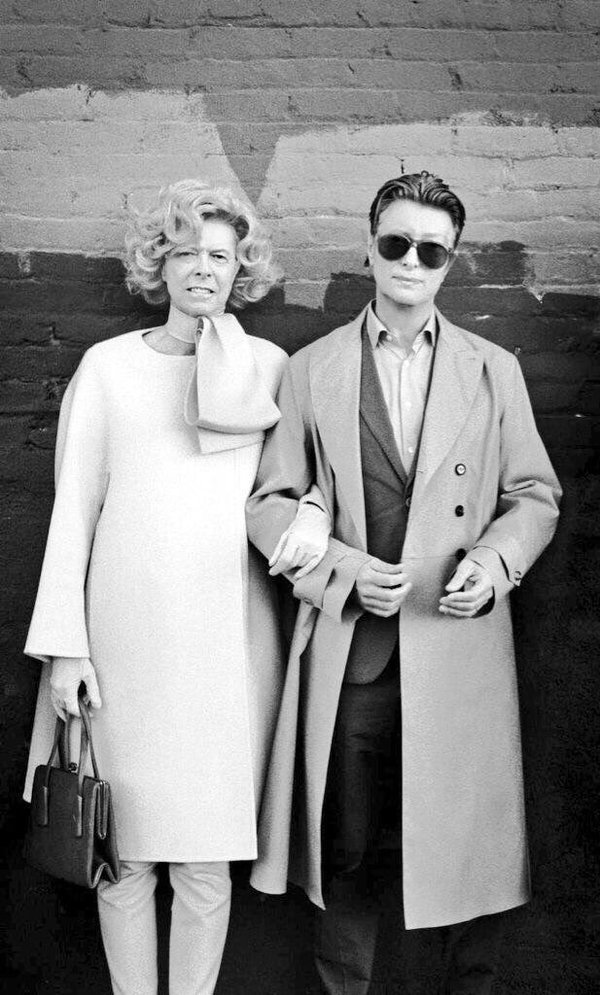 David Bowie as Tilda Swinton. Tilda Swinton as David Bowie. https://t.co/N8npqeQEtJ