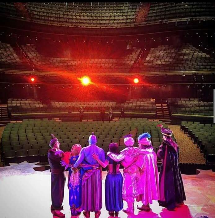 Farewell Genie and crew #Aladdin by Terrianne Butec via uscdisneyteacher #Disneyland https://t.co/9uAFBUwQgZ https://t.co/q5bAo889kq