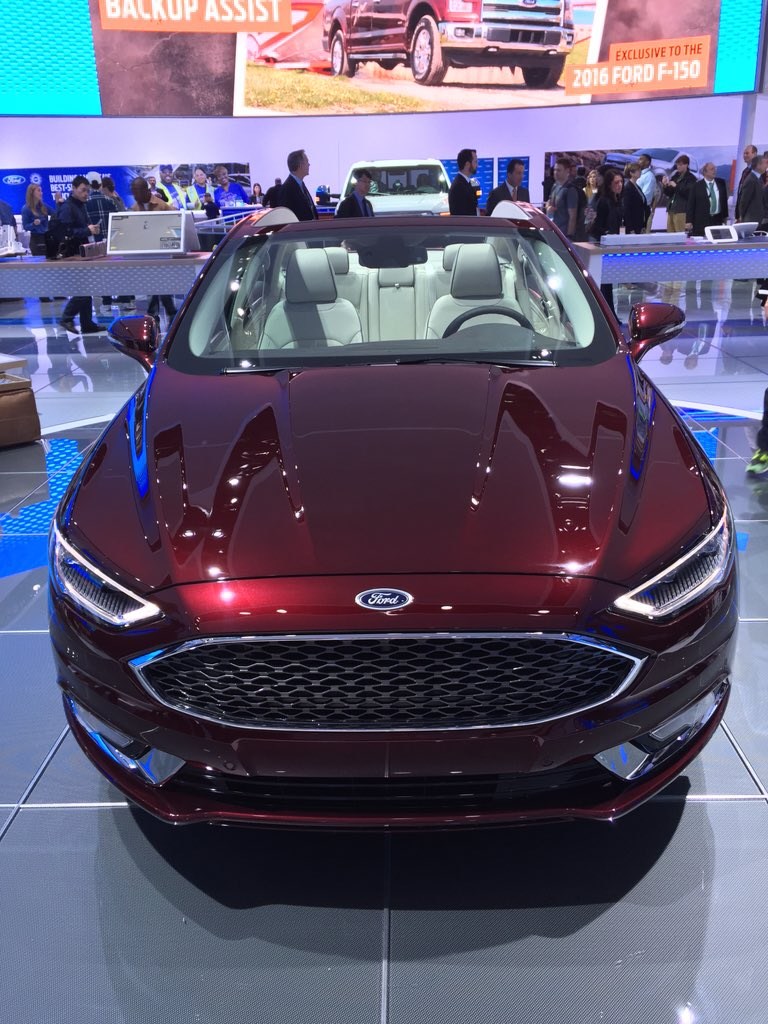 Holy cow! This convertible @FordFusion is just gorgeous! #FordNAIAS https://t.co/LwAm0hDR3Z