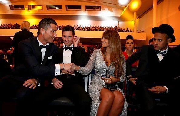 Cristiano Ronaldo, Messi, Neymar et Antonella Roccuzzo… La photo magique de la soirée du Ballon d'or