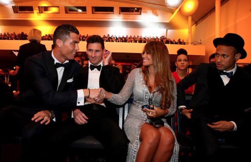 Ánh mắt không thân thiện của Neymar với Ronaldo